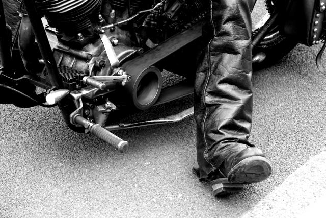 革ブーツを履くライダー