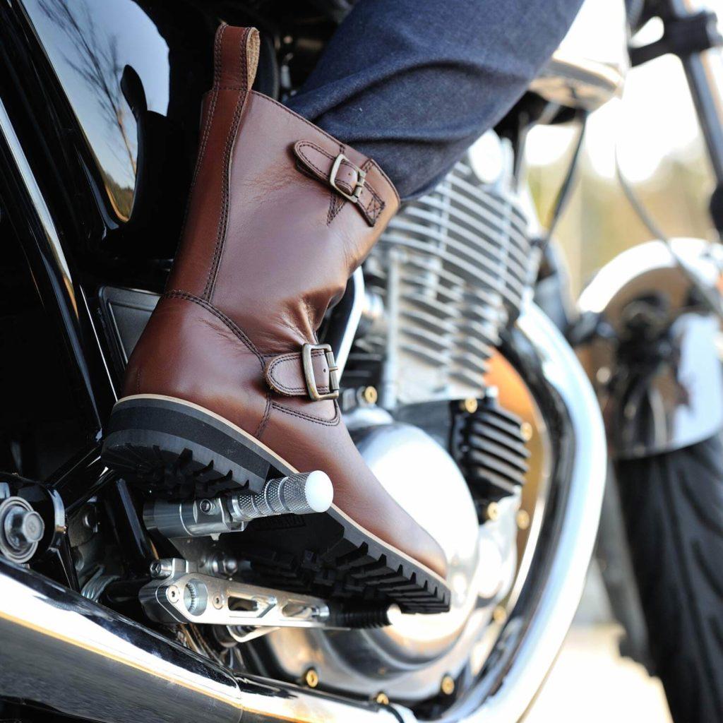 バイクに革ブーツがおすすめ